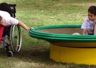 16-parco-giochi-sasso-marconi-nidondolo-gioco-disabili-bambini-adultii-giostra-piano-oscillante-allenamento-sport-leura