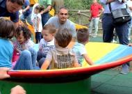 27-parco-giochi-tiggiano-nidondolo-giochi-accessibili-bambini-disabili-giostra-piano-oscillante-allenamento-sport-leura