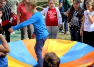 28-parco-giochi-tiggiano-nidondolo-gioco-accessibile-bambini-disabili-giostra-piano-oscillante-allenamento-sport-leura