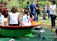 30-parco-giochi-tiggiano-nidondolo-giochi-accessibile-bambini-disabili-giostra-piano-oscillante-allenamento-sport-leura
