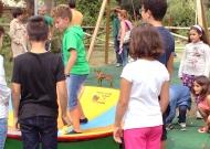 31-parco-giochi-tiggiano-nidondolo-giochi-accessibile-bambini-disabili-giostra-piano-oscillante-allenamento-sport-leura
