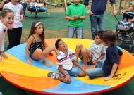32-parco-giochi-tiggiano-nidondolo-giochi-accessibile-bambini-disabili-giostra-piano-oscillante-allenamento-sport-leura