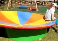 35-parco-giochi-tiggiano-nidondolo-giochi-inclusivi-bambini-disabili-giostra-piano-oscillante-allenamento-sport-leura