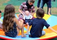 4-nidondolo-gioco-inclusivo-bambini-disabili-giostra-piano-oscillante-allenamento-sport-leura