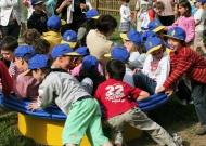 47-parchi-per-tutti-nidondolo-giochi-bambini-disabili-giostra-piano-oscillante-allenamento-sport-leura