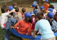 57-parchi-per-tutti-piacenza-nidondolo-giochi-bambini-disabili-giostra-piano-oscillante-allenamento-sport-leura