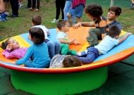 8-nidondolo-gioco-inclusivo-bambini-disabili-giostra-parchi-piano-oscillante-allenamento-sport-leura