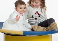 1-nidondolino-gioco-bambini-disabili-famiglia-giostra-asili-piano-oscillante-riabilitazione-leura