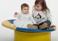 2-nidondolino-gioco-inclusivo-bebe-disabili-giostra-piano-oscillante-riabilitazione-leura