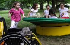 nidondolo-giochi-per-tutti-esternoi-inclusivi-bambini-disabili